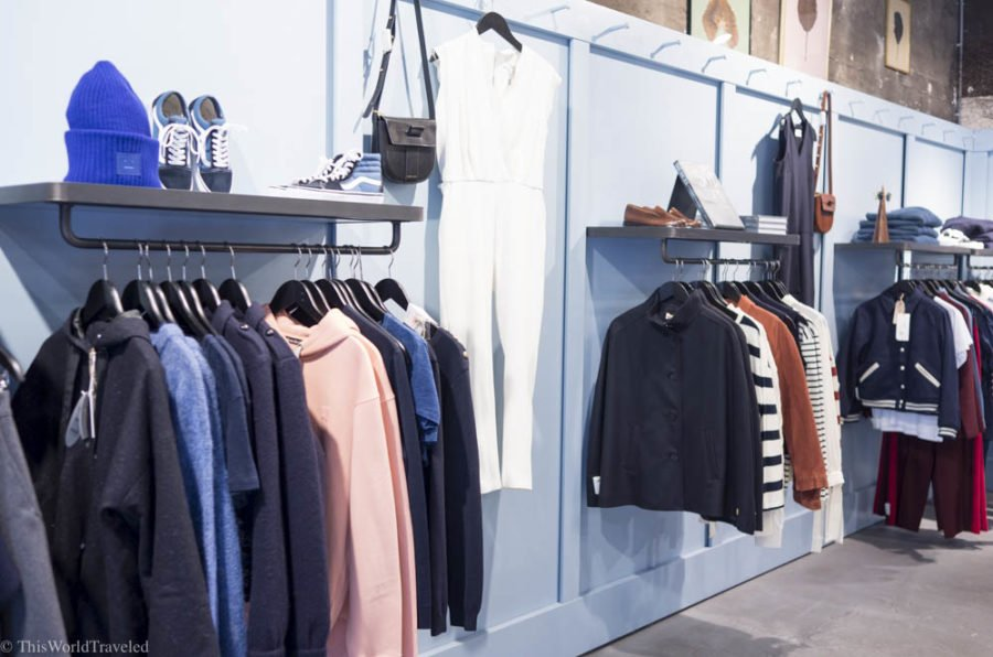 Tenue de Nines in Amsterdam sells beautiful clothing and stylish jewelry from Dutch Designers