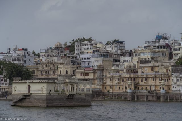 Spend the evening at the Ambrai Ghat with all the locals in Udaipur