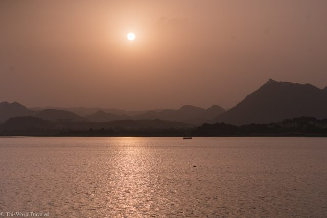 Sunset with a view of the mountains and Lake Pichola in Udaipur