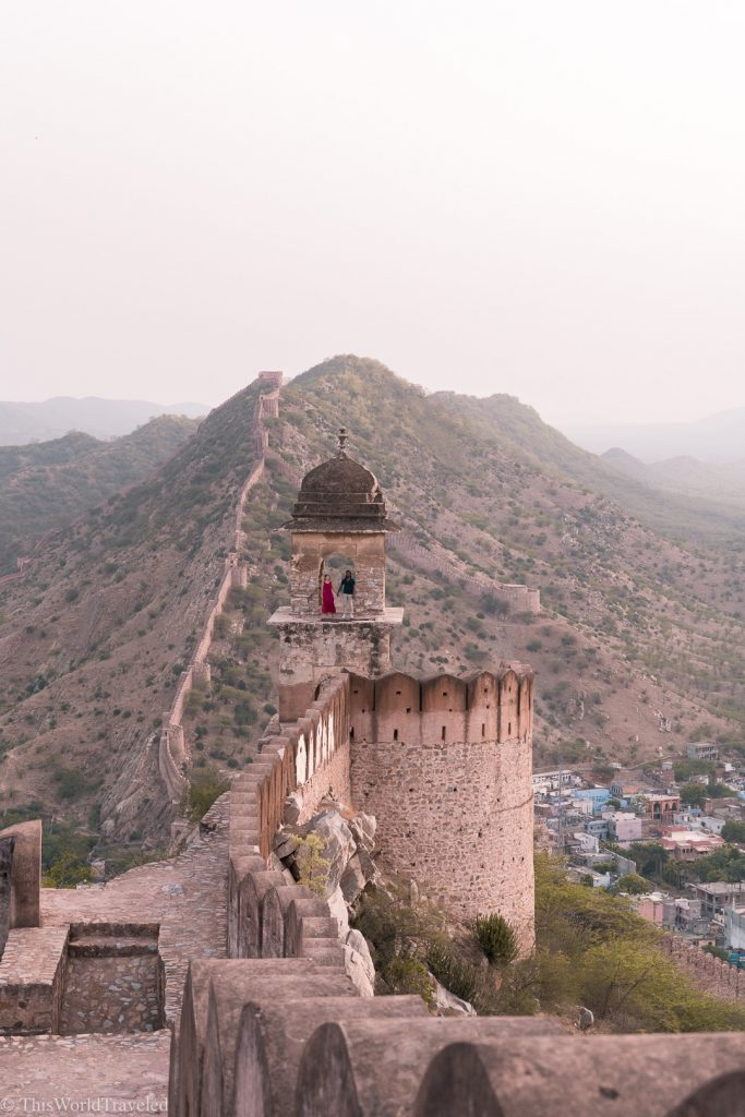 Guy and girl at the Amer Fort Wall viewpoint for sunrise in Jaipur