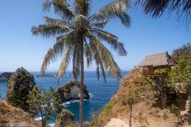 A treehouse with a view of Diamond Beach on Nusa Penida's East Coast