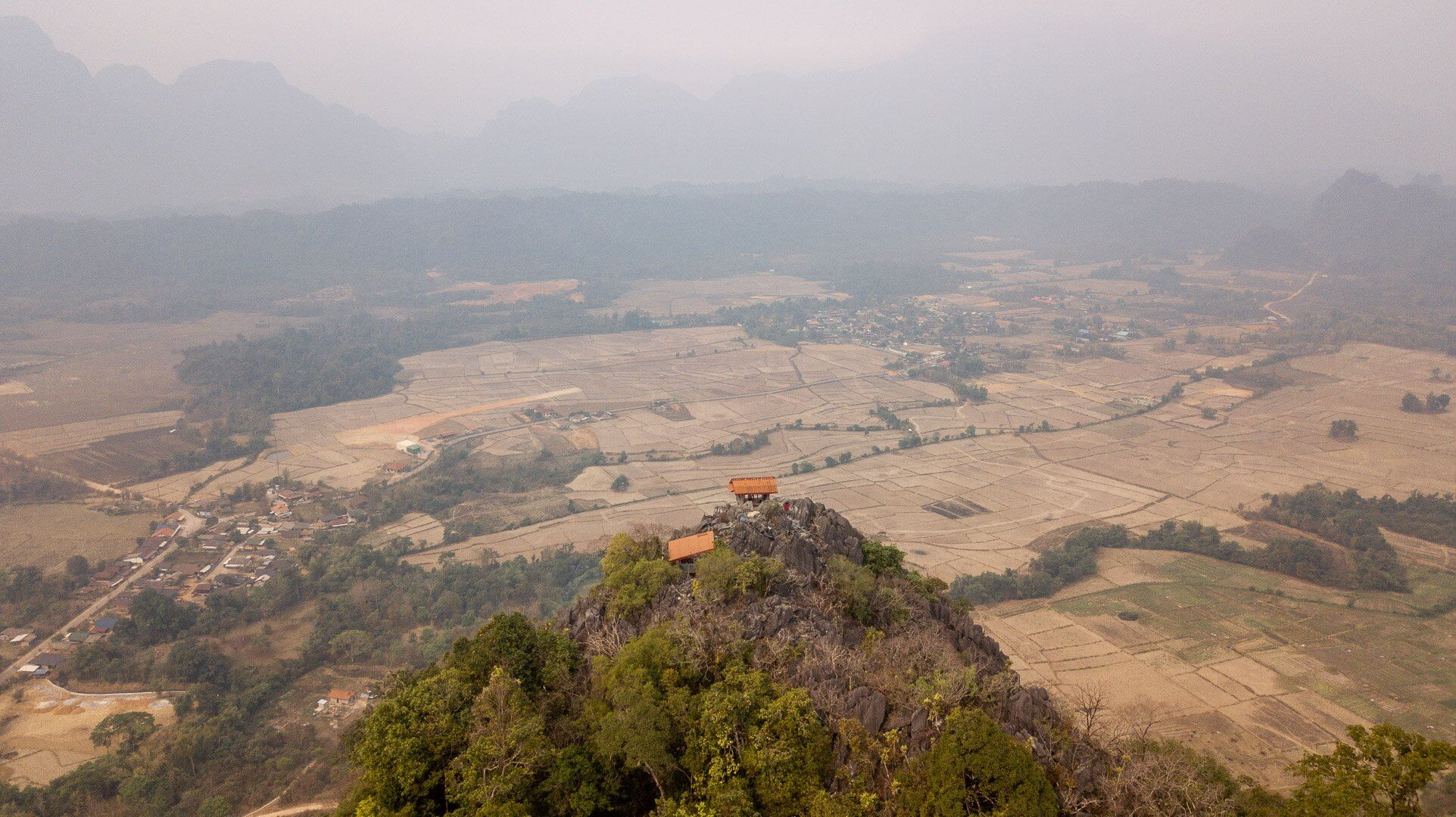 The viewing houses at the Pha Ngern viewpoint in Vang Vieng