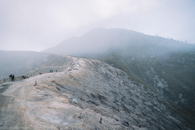 The path at Kawah Ijen that leads to the crater