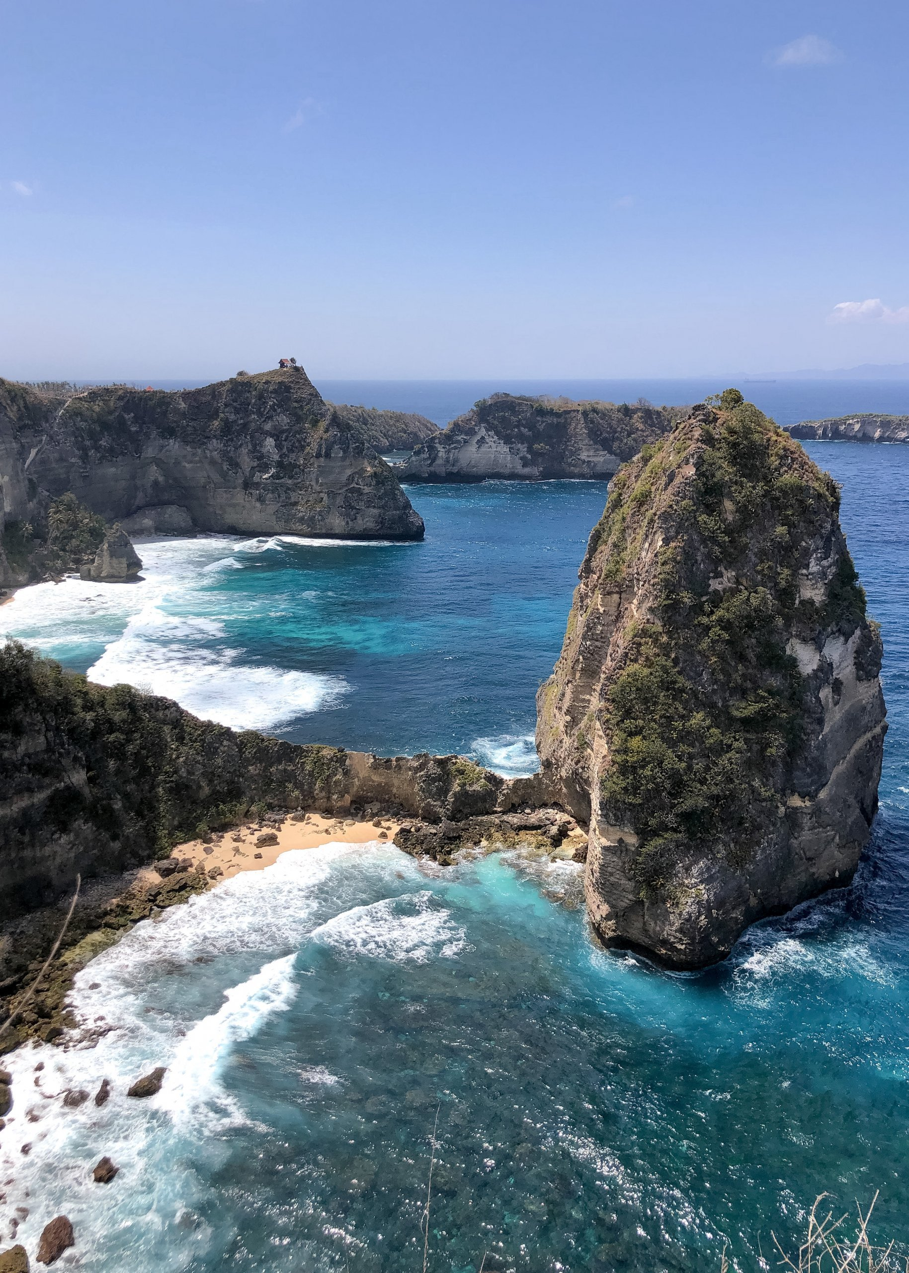 View of Diamond Beach Bali from by the treehouse on Nusa Penida