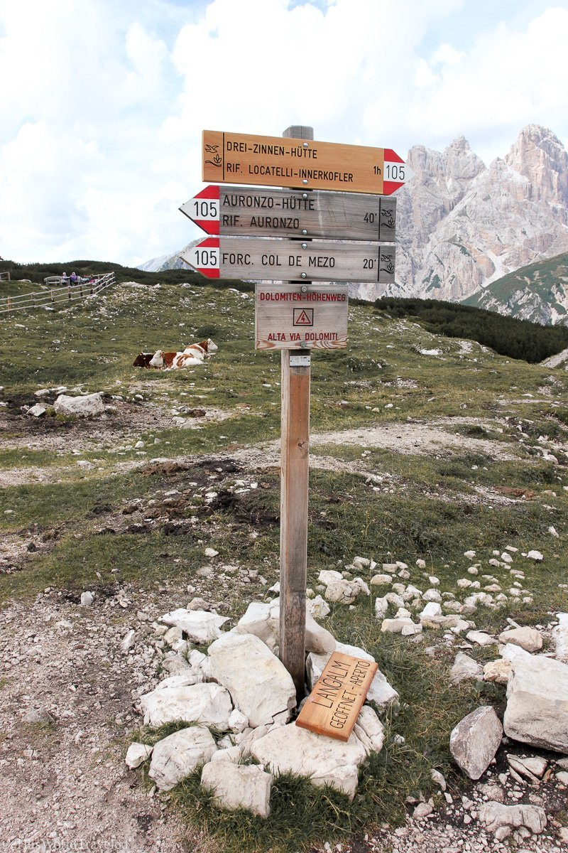 The trail at Tre Cime di Lavaredo in Italy is marked clearly with signs letting hikers know which way to go!