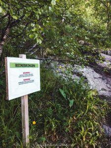 The entrance sign to the Reinebringen trailhead in Reine, Lofoten Islands